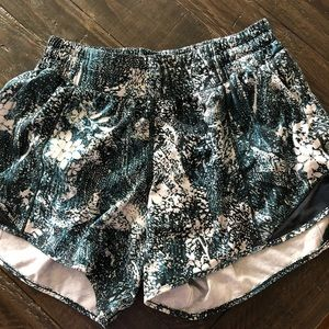 """Lululemon Hotty Hot 4"""" Long Shorts"""